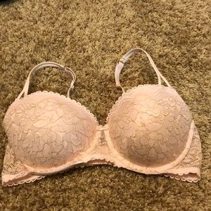 Lace bra by Gillian & O'Malley. Size 36C